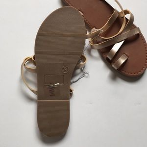 47c2f4e4c3b286 Mossimo Supply Co. Shoes - Mossimo Lina Gold Strappy Sandals Slide New